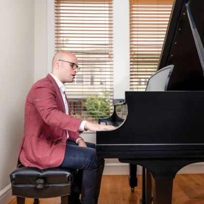 http://www.steinway.com/news/features/michael-fabiano